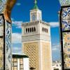 Blick auf ein Minarett in Tunis
