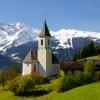 Romantische Bergkirche in Österreich