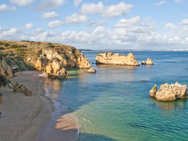 Weißer Sandstrand an der Algarve