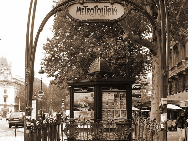 Pariser Metroeingang im Jugenstil