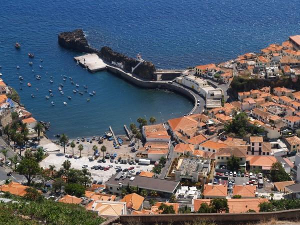 Hafen auf madeira aus der vogelperspektive portugal for Vogelperspektive englisch